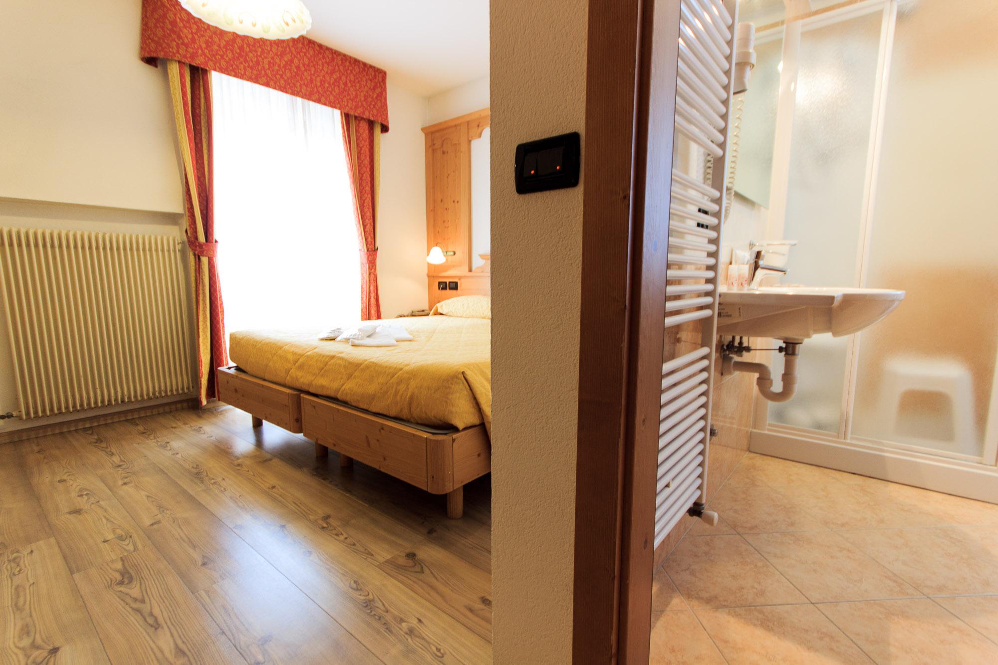 doppelzimmer hotel majorka. Black Bedroom Furniture Sets. Home Design Ideas