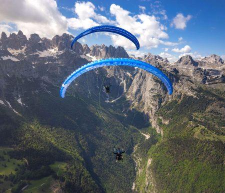Über die Dolomiten fliegen